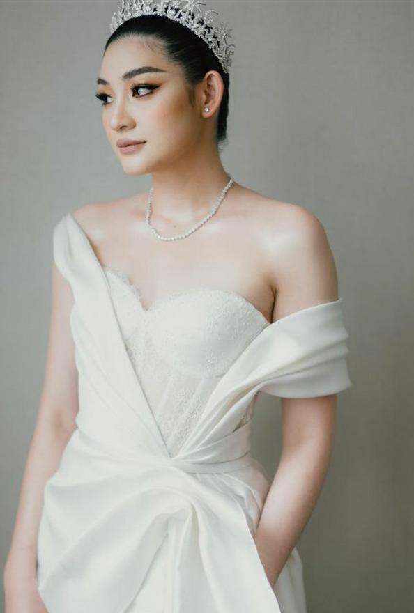 Patricia Devina Tampil Cantik dengan Perhiasan Berlian Mondial Eclat